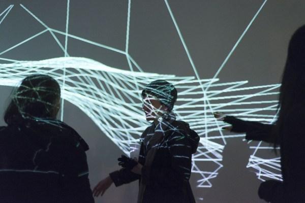 Waves- interactive installation, Elwira Wojtunik, Popesz Csaba Láng / Elektro Moon Vision, Platan Galery, Budapest, 2015, photo: Hegyháti Réka / Platan Gallery