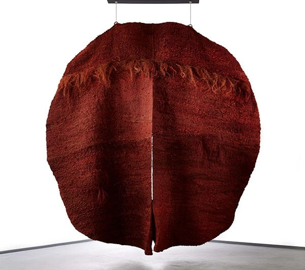 Magdalena Abakanowicz Red Abakan III 1970-71 Sisal 300 x 300 x 45cm Fondation Toms Pauli, Lausanne Collection Pierre et Marguerite Magnenat Photo: Arnaud Conne, courtesy Fondation Toms Pauli, Lausanne