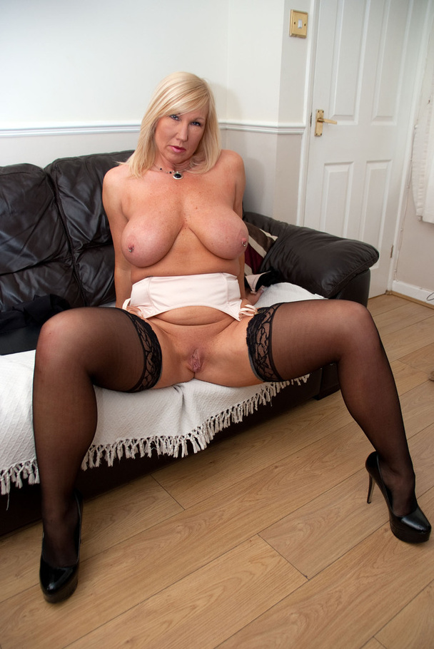 melody british milf