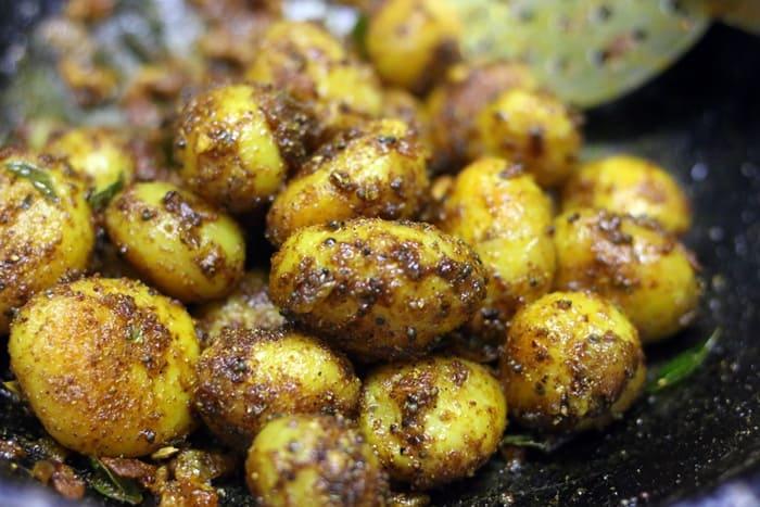 chettinad potato roast recipe step 6