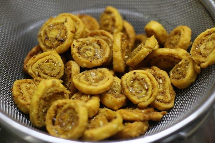 bhakarwadi recipe step 2
