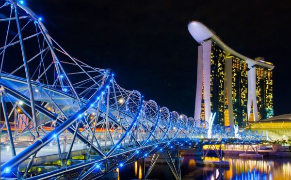 Helix sidewalk leading to ship-topped hotel in Singapore