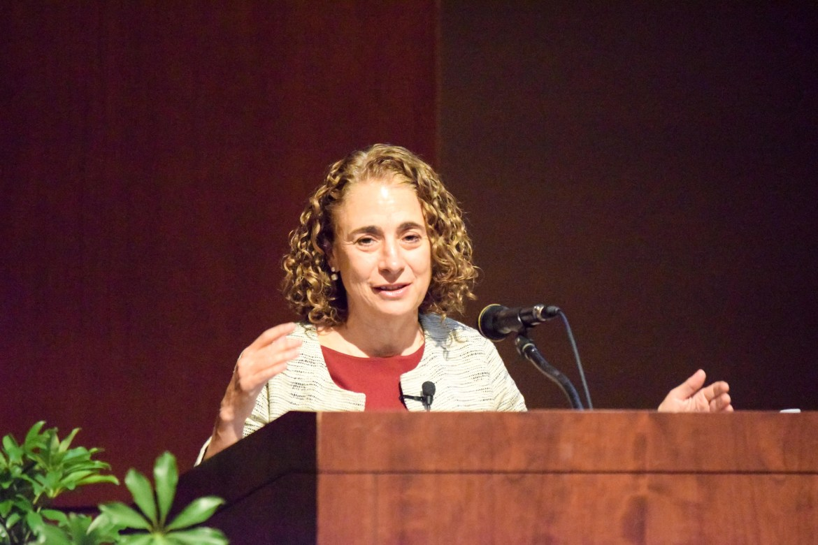 Dr. Elisabeth Rosenthal speaks about healthcare at Kennedy Hall Monday evening.