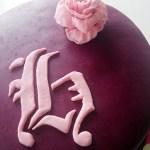 Vuxentårta med choklad/romfyllning och hallonmousse. Länk