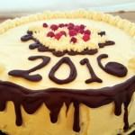 Nyårstårta #1 med hallonmousse och vit chokladmousse på kladdkakebotten.  Länk