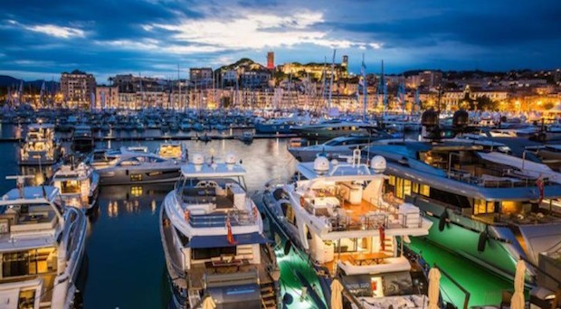 Los yates de lujo se citan en Mónaco