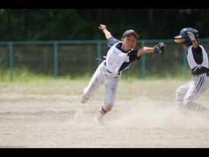少年野球ダイビングキャッチ