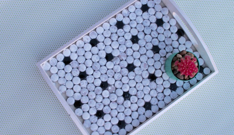 thrift store placemats to a fashionable penny tile tray