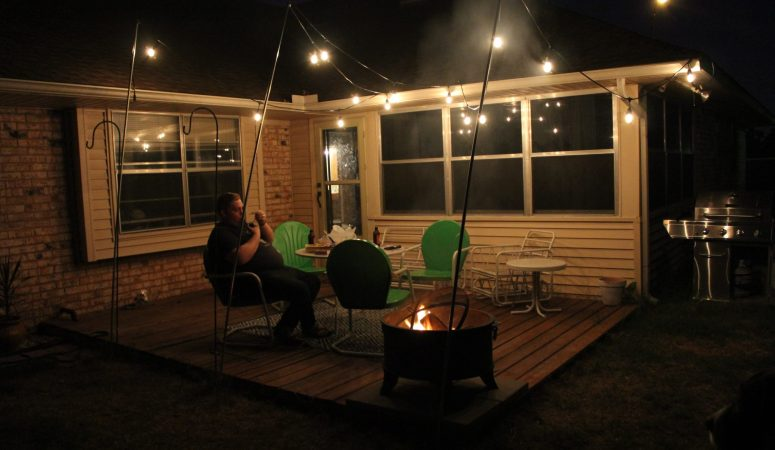 Outside String Garden Lights : Outdoor Lighting: How to Hang Patio Lights (The Easy Way!)