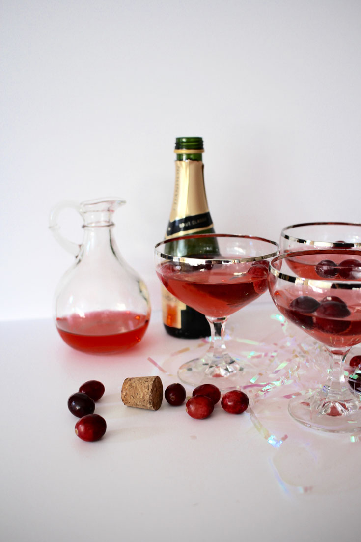 Easy holiday cocktail champagne and cranberries craft Simple holiday cocktails