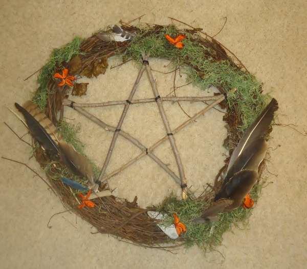 crone-wreath-halloween