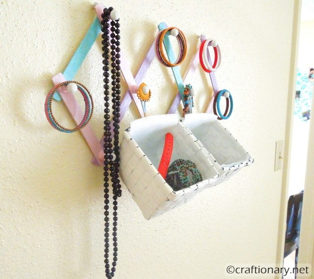 Diy Modern Hanging Jewelry Organizer: DIY-hanging-jewelry-organizer