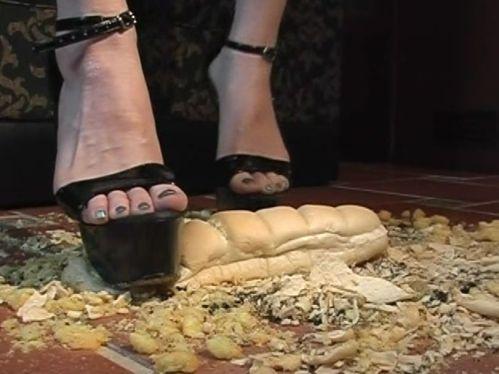 音はないけどパンもよい。クッキリと靴の跡が残るパン!靴跡がっ!