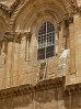 Immovable_ladder_on_ledge_over_entrance_to_Church_of_the_Holy_Sepulchre_small