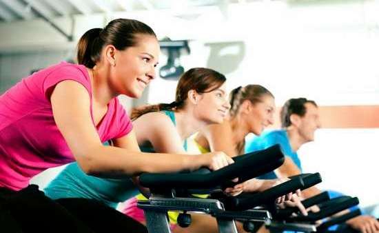 É totalmente possível fazer exercícios em qualquer fase da vida, desde que haja uma supervisão de profissionais da área médica e da educação física, para indicar qual o melhor tipo de atividade.