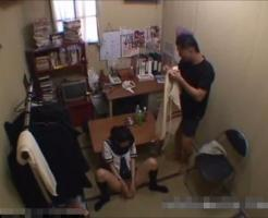 【女子高生レイプ動画】まさかの女子高生がアダルトショップで万引きw商品のディルドでお仕置きされちゃうww