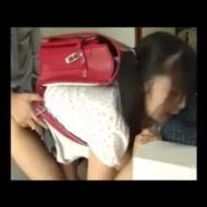 【ロリレイプ動画】学校から帰宅したら・・・兄にランドセル背負ったまま処女貫通された衝撃映像・・・