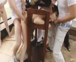 【ギャル凌辱動画】鬼畜な半グレ集団がギャルをギロチン台で拘束して輪姦!連続中出しで子宮から精子があふれ出す・・