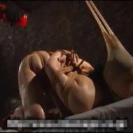 【極悪SM動画】普通の巨乳美人が監禁されドM雌豚に調教されていく様子・・・いずれ出荷されるみたいですwww