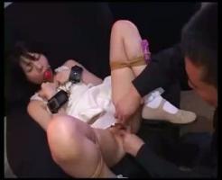 【凌辱レイプ動画】清楚な女子大生をクロロホルムで拉致!強引に小便飲ませて無毛マンコに精子注入姦ww