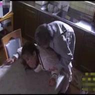 【人妻レイプ動画】白昼堂々の犯行!水道の修理業者に強引に犯されて絶叫する人妻が容赦なく中出しされて・・・