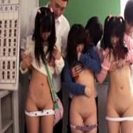 【ロリレイプ動画】性知識の無い小学生達を騙し処女貫通するキチガイの問題行動・・・