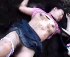 【JCロリレイプ】中学生が泥だらけにされながら強姦され、泣き叫ぶ声が更に興奮する鬼畜レイプ犯・・・
