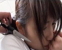 【個人撮影】ロリJSの首元にハサミを押しつけて恐怖心を植え付けてから幼女の体を弄ぶ鬼畜レイプ犯・・・
