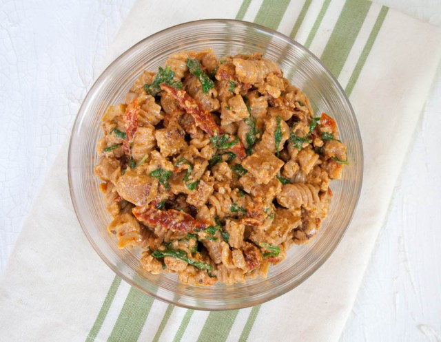 Vegan BLT Pasta Salad (vegan, gluten free) - This has all the flavors of a vegan BLT, but in pasta form. This has sun dried tomatoes, arugula, tofu bacon, and roasted red pepper dressing.