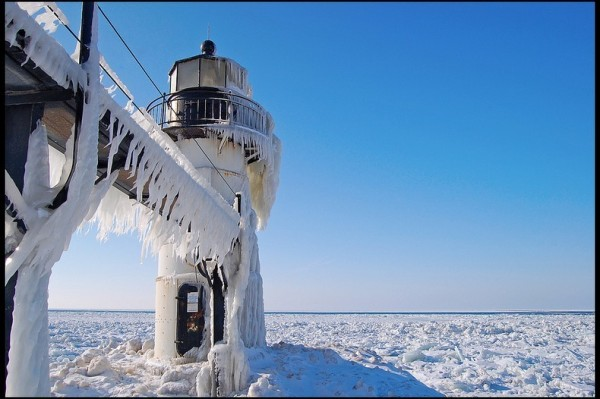 frozen-lighthouses-10[2]