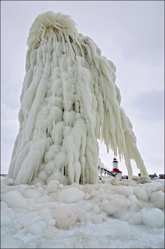frozen-lighthouses-6[3]
