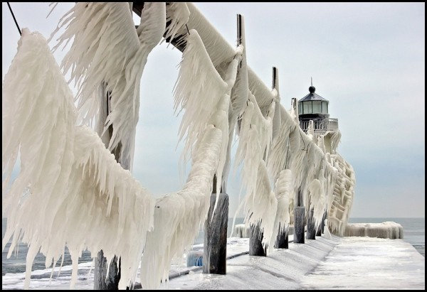 frozen-lighthouses-9[2]