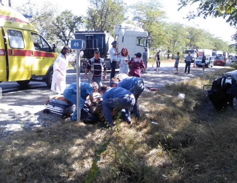 Натрассе Керчь-Симферополь легковушка столкнулась с фургоном