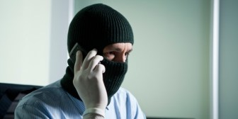 Los ladrones cobran por hora por brindar asesoramiento.