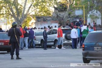 Los barras fueron arrestados antes del partido con Unión.