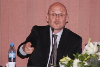 Soria es un experto en derecha administrativo.