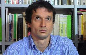 Lagomarsino en la conferencia de prensa.