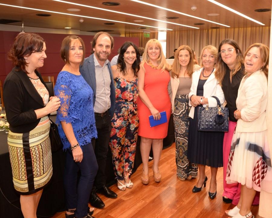 Pagani con mujeres juezas de la ciudad.