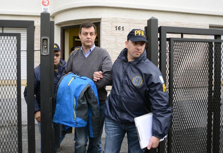 Manzanares al ser arrestado. (Crédito Opi Santa Cruz)
