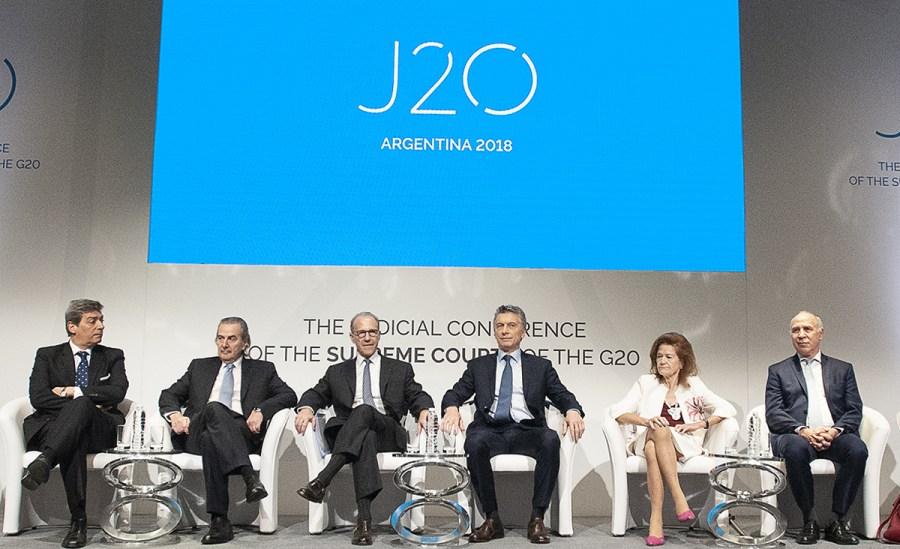 Los jueces de la Corte con el presidente Macri.