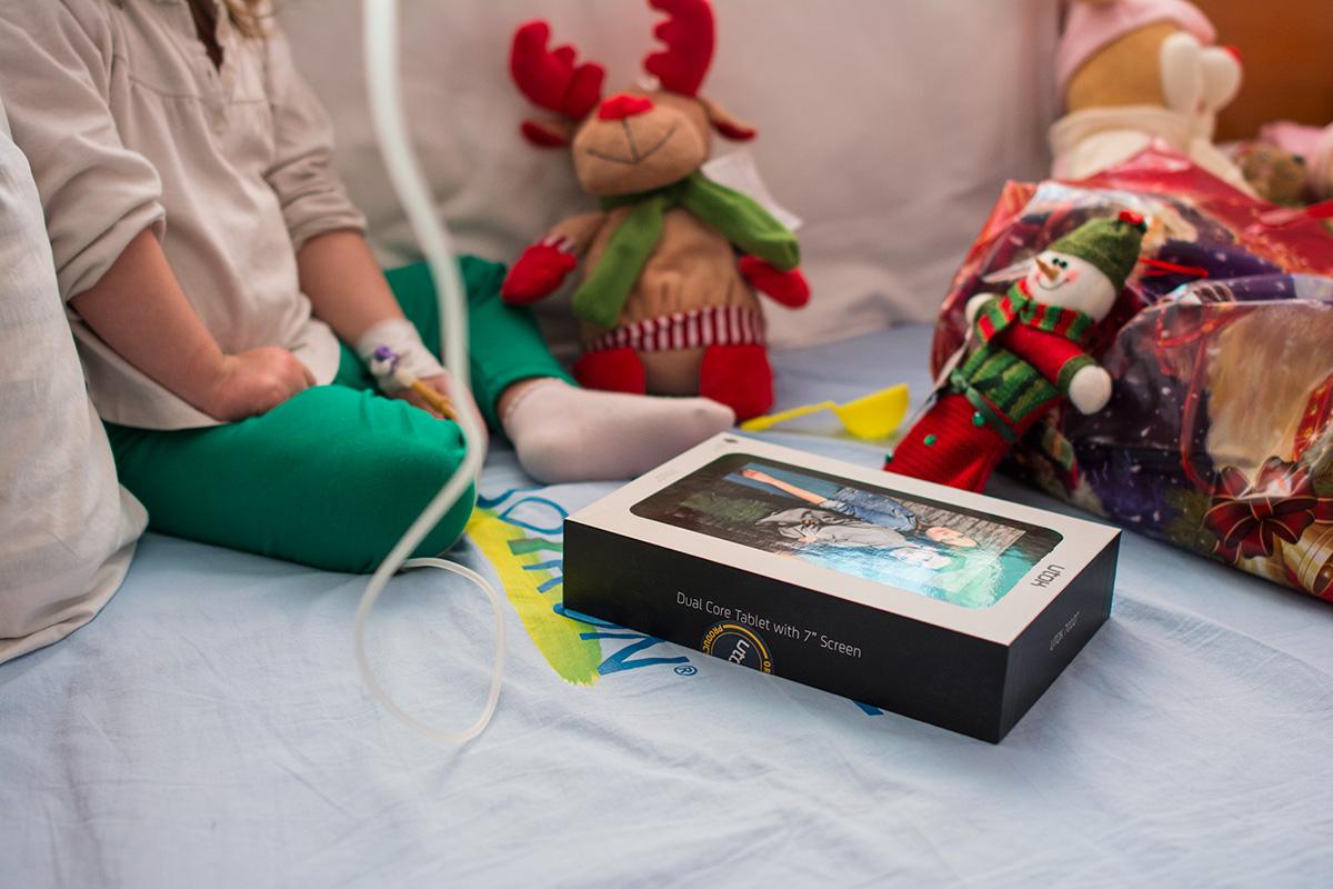 utok doneaza tablete copiilor bolnavi de cancer (2)