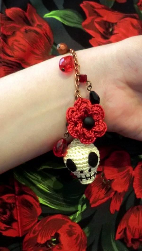 Day of the dead bracelet - Inside Crochet