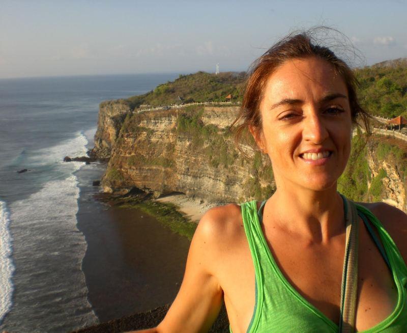 claudia indonesia bad travel selfie
