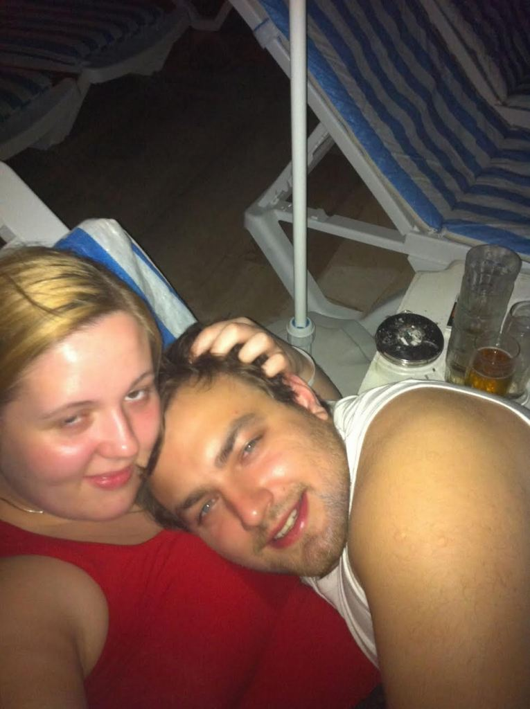 karolina and patryk bad travel selfie