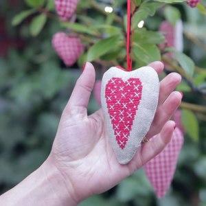 Hanging Heart_tcm71-55112