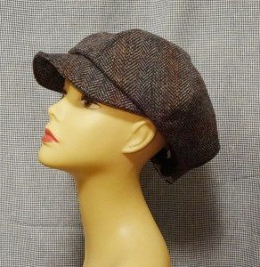 Woman's 6-section wool cap with brim on manny head