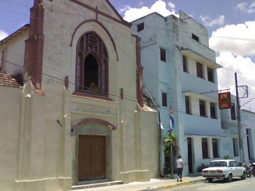 Templo de la iglesia Metodista de Santa Clara, a su lado la propiedad expropiada de lo que fue el Colegio Metodista donde ahora funciona el PCC Municipal
