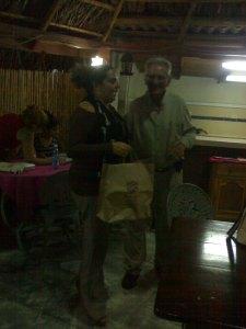 @yoaxism haciendo entrega al Profesor Amador Blanco Hernández del Premio Patmos 2014