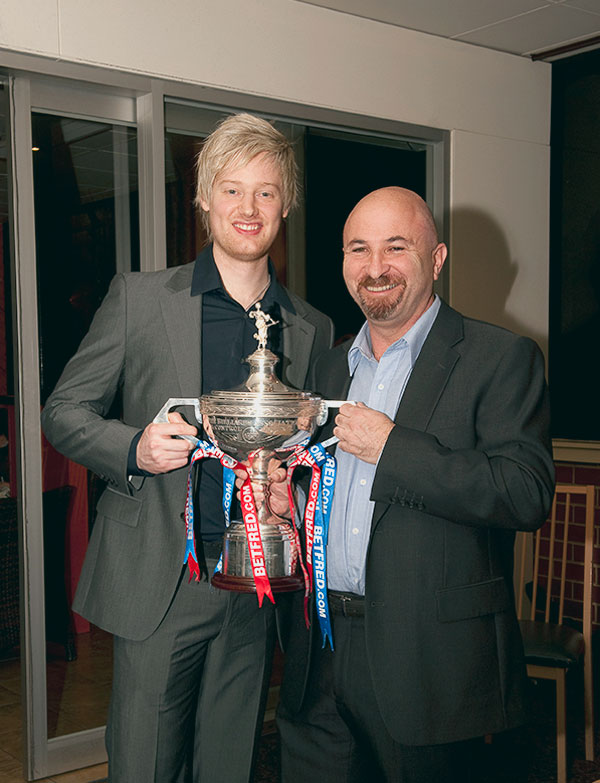 World-Snooker-Trophy-Neil-Robertson-with-Robby-Foldvari-Princes
