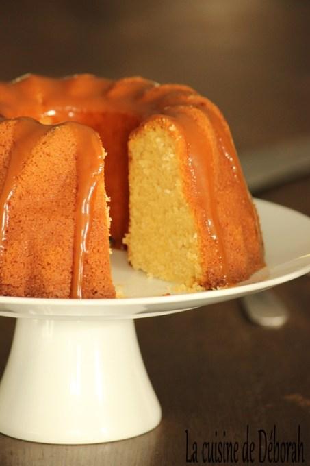 Bundt cake à la vanille, sauce caramel au beurre salé, Cuisine de Deborah